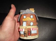 COLLECTABLE MINIATURE LEONARDO ? HINGED OPENING COTTAGE THE OLD SHOE SHOP